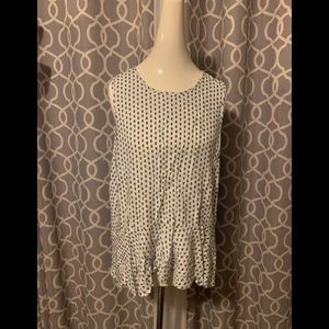 Patterned no sleeve blouse with tie in back